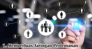 Memperluas Jaringan Pertemanan merupakan salah satu manfaat mengikuti seminar bisnis