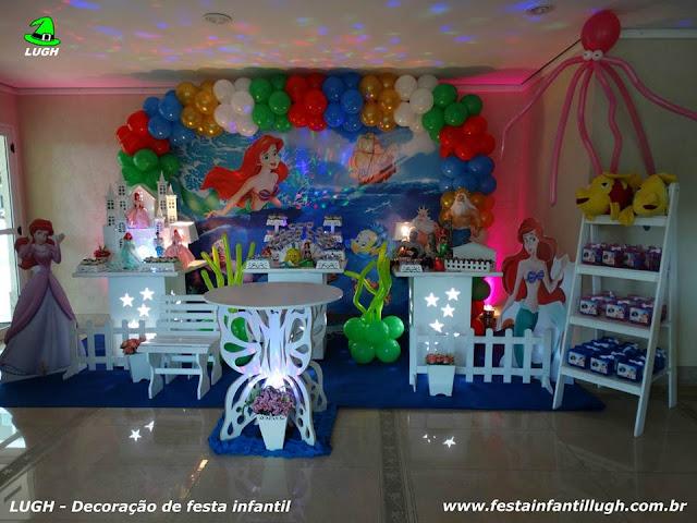 """Mesa de tema """"A Pequena Sereia"""" para festa de aniversário infantil de meninas decorada na Barra da Tijuca RJ"""