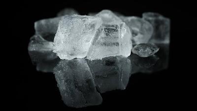 Cara Mudah Membedakan Es Batu dari Air Mentah dan Air Matang