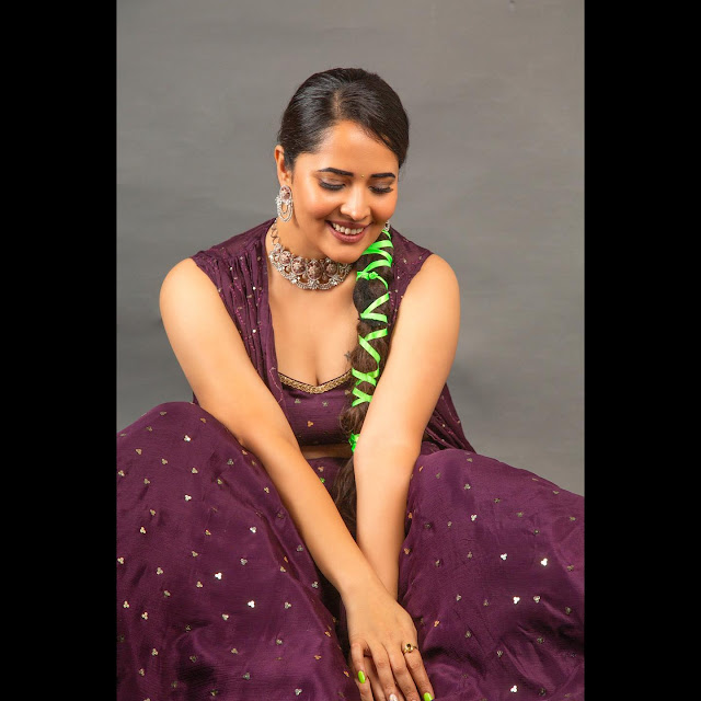 Actress Anasuya Bharadwaj New Images in Sexy Outfit Navel Queens