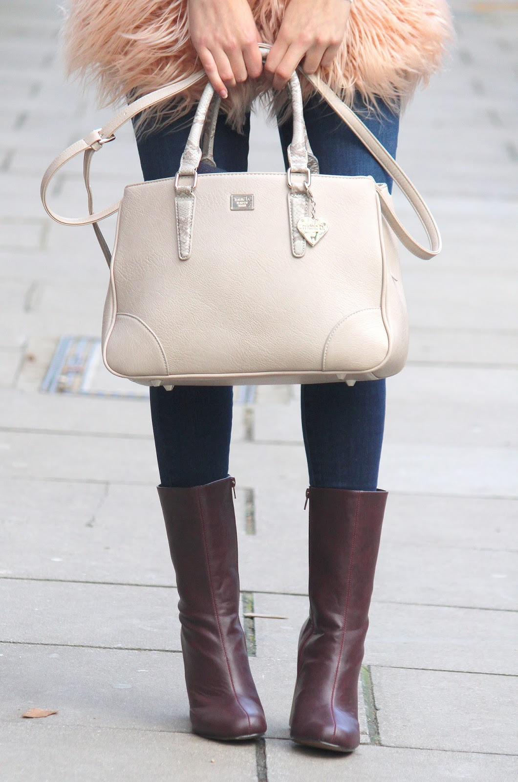 peexo fashion blogger wearing marc b brook bagt