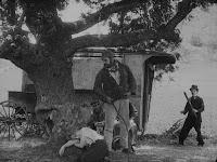 """Кадр из фильма Чарли Чаплина """"Скиталец"""" (1916) - 4"""