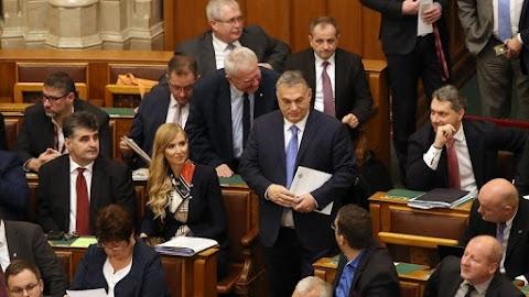 Módosították az Alaptörvényt: az országgyűlés ma elfogadott egy határozatot, amit a Párbeszéd javasolt