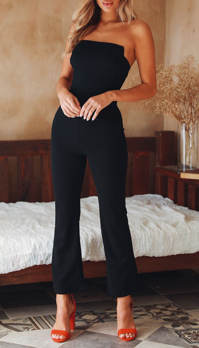 No matter what kind of date night you have planned for Valentine's Day. Here are 29 Romantic Valentines Day Outfits to Wow Your Date. Women's style + Fashion via higiggle.com   jumpsuit style for date   #valentine #fashion #romance #jumpsuit