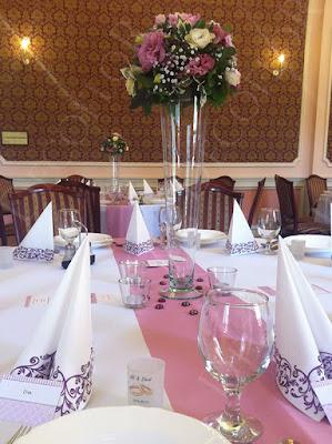 Podmanyczky kastély asztaldísz mályva rózsaszín