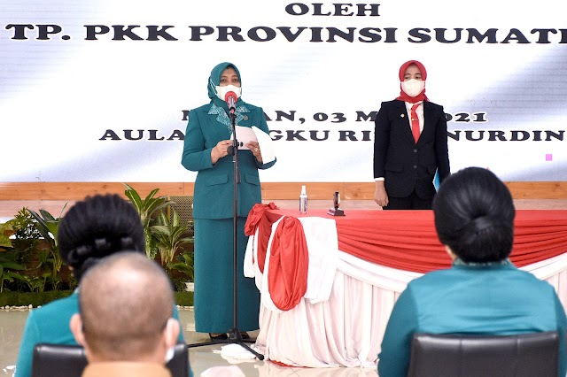 Nawal Lubis Kukuhkan Ketua TP PKK dan Dekranasda Tujuh Kabupaten/Kota di Sumut