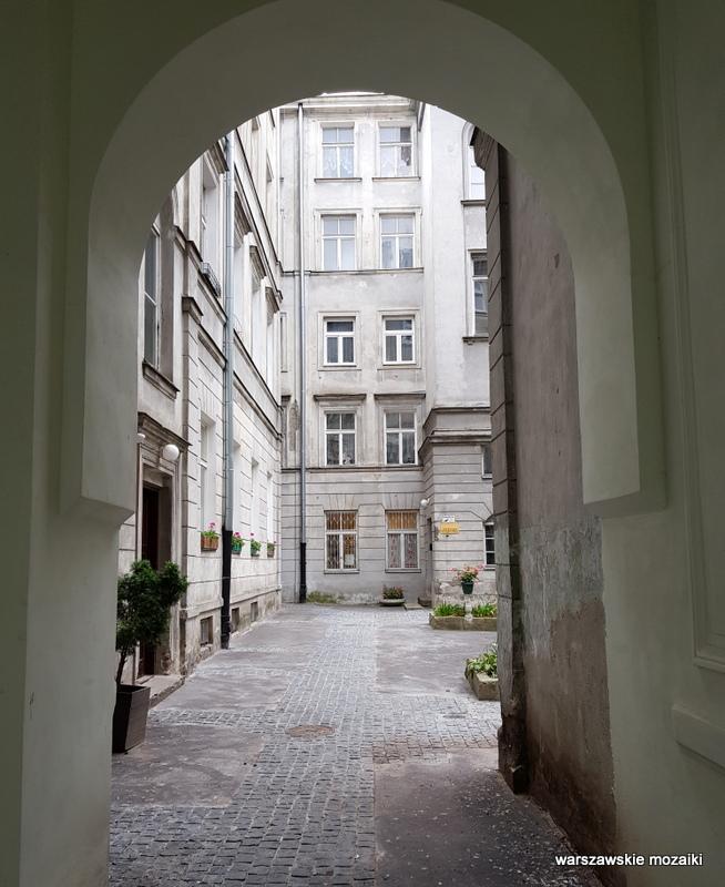 Warszawa Warsaw kamienica architektura architecture zabytek przedwojenna kamienica Śródmieście podwórko