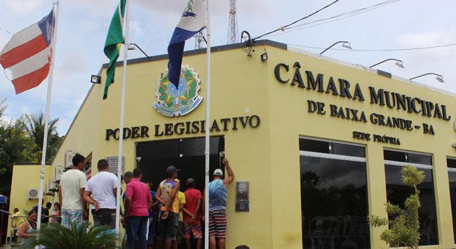 Candidatos vão à Câmara Municipal de Baixa Grande pedir anulação de concurso