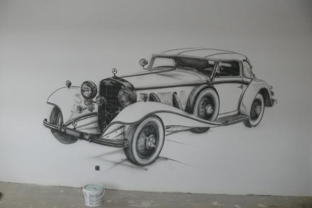 Szkic samochodu na ścianie, malowanie mercedesa, graffiti w pokoju młodzieżowym 3D