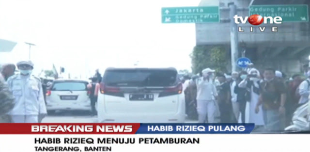 Massa Membludak, Habib Rizieq Berhasil Naik Mobil B 1 FPI Setelah Satu Jam Jalan Kaki