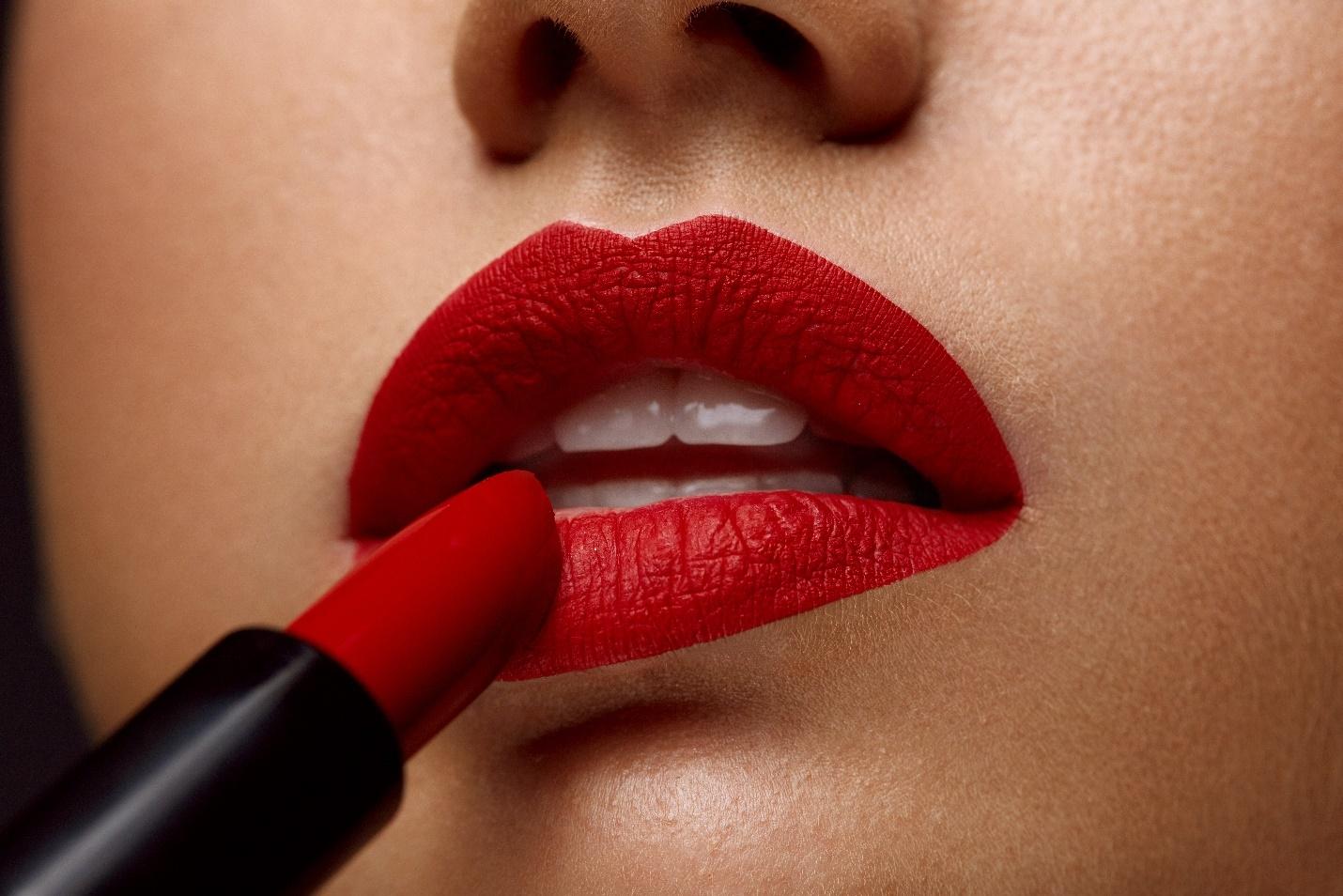 Kırmızı Dudak Kalemi Modelleri, Fiyatları, Luis Bien Dudak Dolgunlaştırıcı Mat Kırmızı Ruj, Kırmızı Ruj Sürmeden Önce Bunlara Dikkat