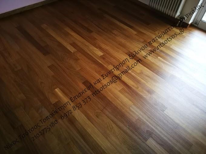 Τρίψιμο και λουστράρισμα με σατινέ βερνίκι σε ιρόκο ξύλινο πάτωμα