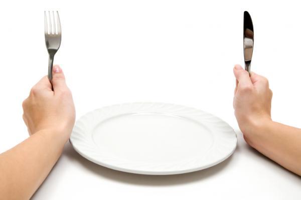 50% de lo venezolanos comen menos de veces al día, reveló encuesta de Consultores 21