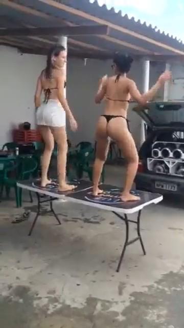 Novinhas Gostosas Dançando Funk