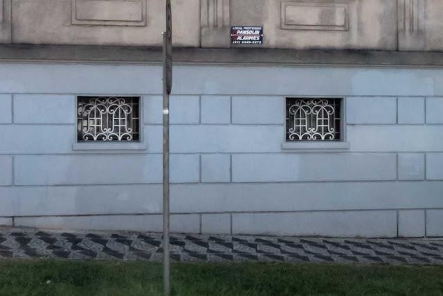 Casa situada na Rua Desembargador Ermelino de Leão, esquina com a Alameda Augusto Stellfeld - detalhe
