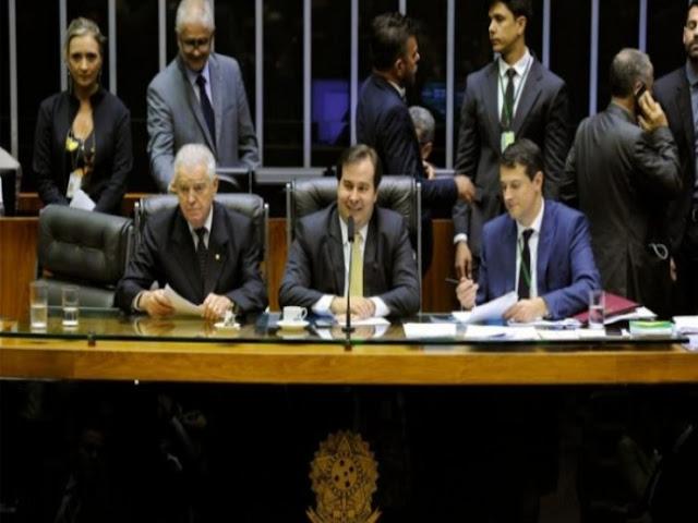 Rodrigo Maia antecipa auxílio-mudança de deputados; valor chega a R$ 17 milhões