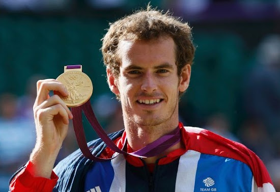 Andy Murray shows his Gold Medal in London Olympic 2012