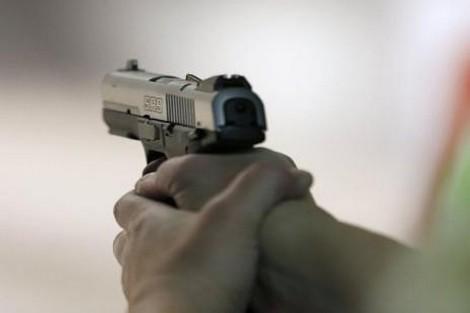 مسدس أمني يشل حركة هائج متهور في البيضاء
