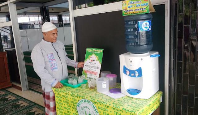 Kopi gratis di Masjid Darul Falah