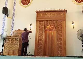 Iqamah atau komat biasanya dilantunkan saat akan melakukan ibadah shalat Bacaan Iqomah (Komat) Bahasa Arab, Latin dan Artinya