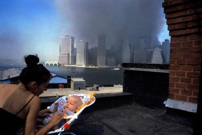 18 Rare Historical 9/11 Photos That You Most Possibly Haven't Seen Before - On A Brooklyn Rooftop Shortly After The Collapse Of The Twin Towers