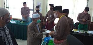 Walikota Jambi Memberikan 1351 Orang Penerima Bantuan Insentif.