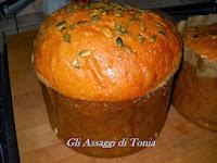 http://gliassaggiditonia.blogspot.it/2014/01/panettone-salato.html