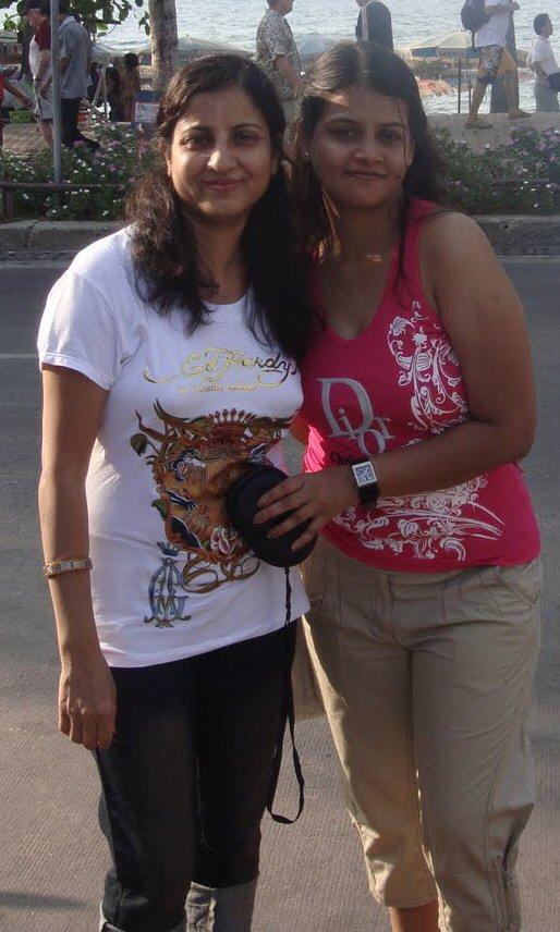 Big Aunties-T-Shirt - Fat-Tamil-Aunties-6710
