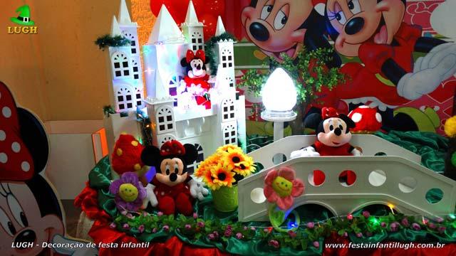 Decoração de aniversário tema da Minnie Mesa decorada do bolo