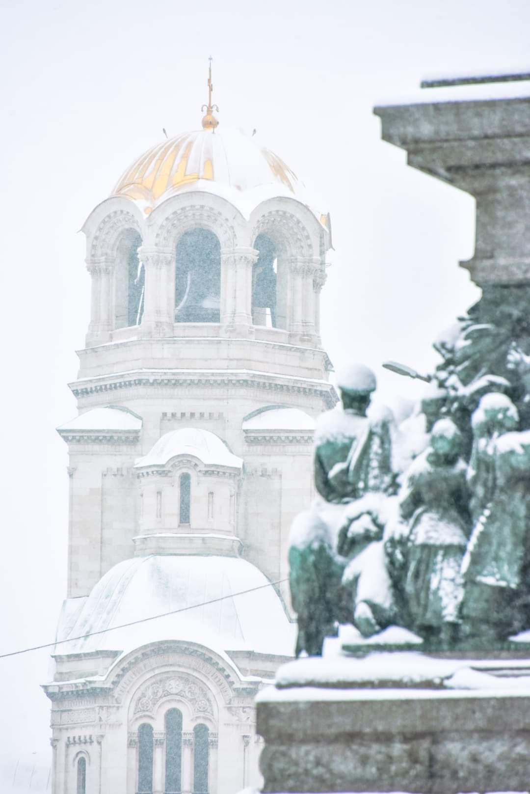 Στα λευκά ντύθηκε η Βουλγαρία – Κατεβαίνει στη Θράκη το χιόνι