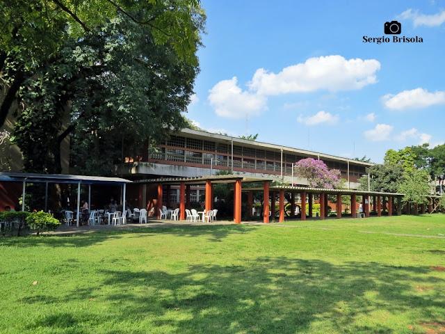 Vista ampla do prédio antigo, ainda em uso, da Faculdade de Educação da USP - Butantã - São Paulo