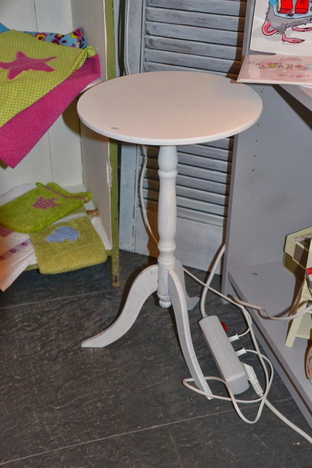 nostalgie im landhaus m bel im shabby chic gestrichen mit matt weiss von ptmd und unserer. Black Bedroom Furniture Sets. Home Design Ideas