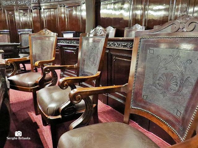Close-up de algumas das cadeiras originais do Tribunal do Juri - Palácio da Justiça SP - São Paulo