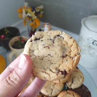 starbucks kurabiyesi tarifi, kolay kurabiye tarifleri, en lezzetli cookie yapımı, en lezzetli kurabiye tarifi, çikolatalı kurabiye