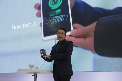 Super VOOC Flash Charge: Giving a full charge in 15 minutes