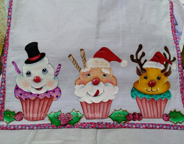 Pintura em tecido barrado recortado de cupcakes de Natal