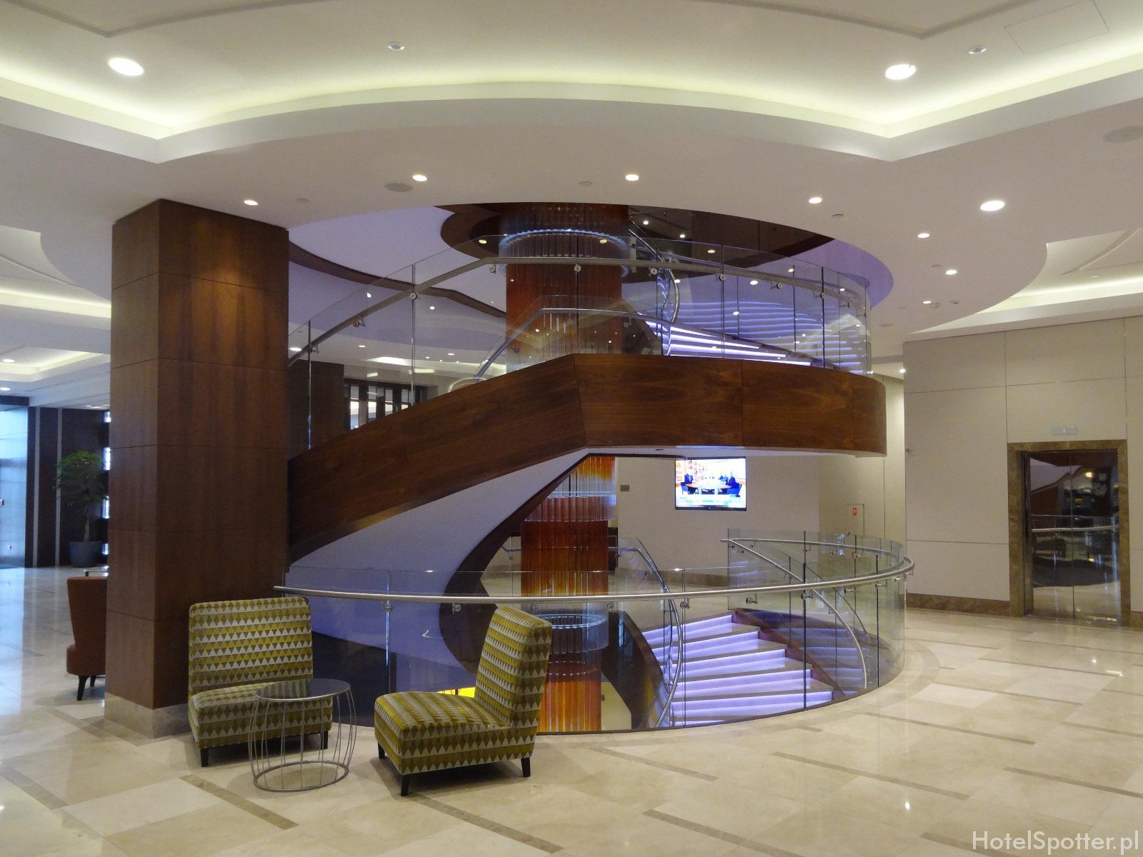DoubleTree by Hilton Warsaw - schody w lobby