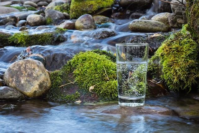 Kamu harus Tahu !! Keunggulan jika Kamu Konsumsi Air Asli Pegunungan
