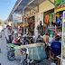 Babinsa dan Bhabinkamtibmas Edukasi Pengunjung Pasar
