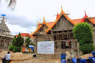 Lavora nel tempio Wat Si Muang