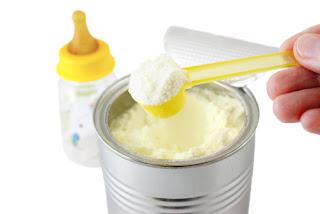 Susu Formula dan Botol Dapat Mengancam Kesehatan Bayi