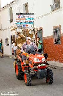 El cortijero y su tractor