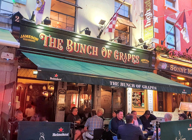 Bunch of Grapes pub-front, July 2021