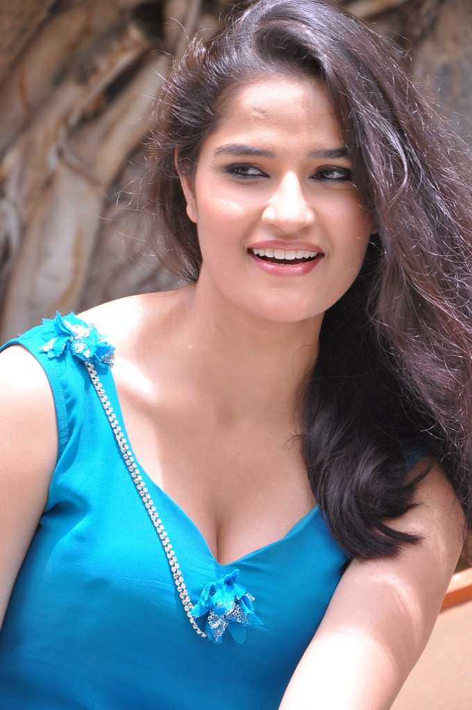 Piczgallerys Sneha Thakur Hot Images