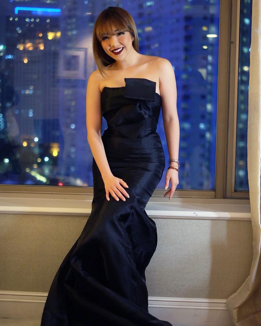 Gisel Anastasia Artis seksi Strapless Balck Dress