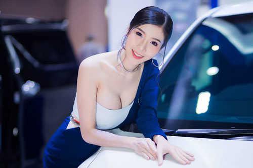 """No mắt ngắm đường cong của """"Thánh nữ vòng 1"""" Thái Lan"""