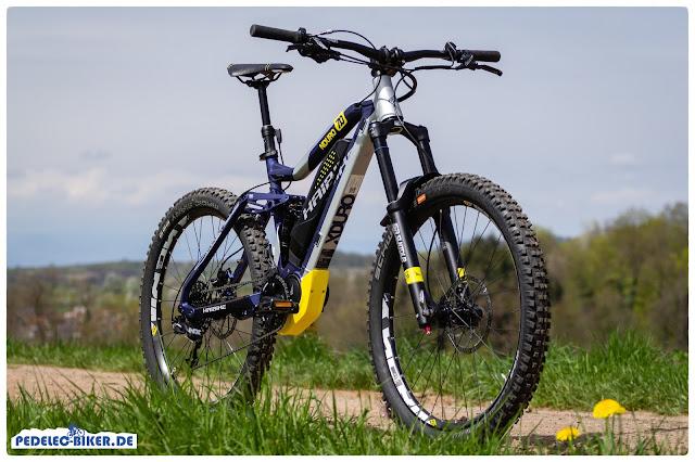 Grobstollige MagicMary-Reifen und das massive Fahrwerk zeichnen das Enduro e-Bike von Haibike optisch aus.