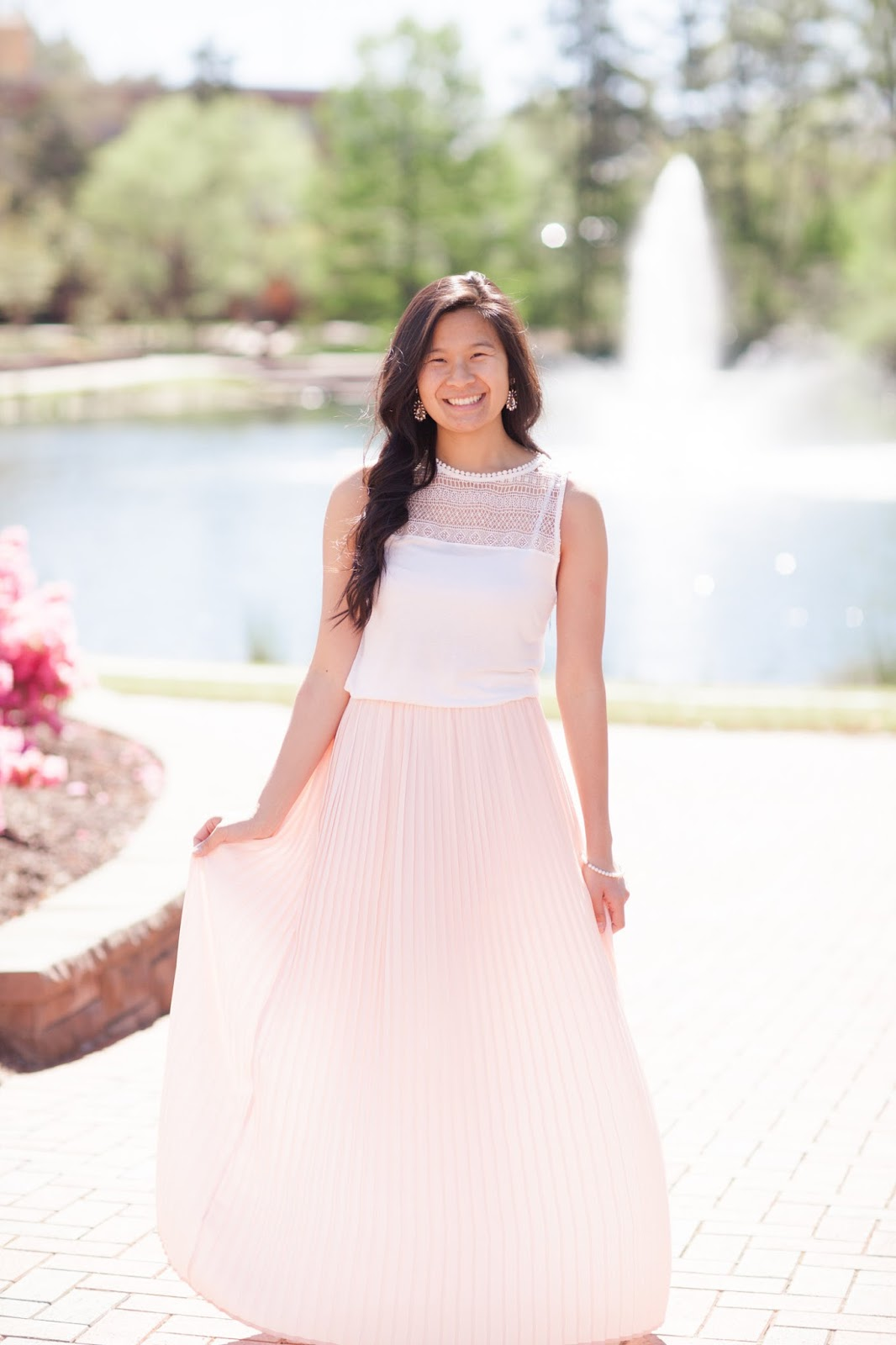 Styling_a_pink_pleated_maxi_skirt