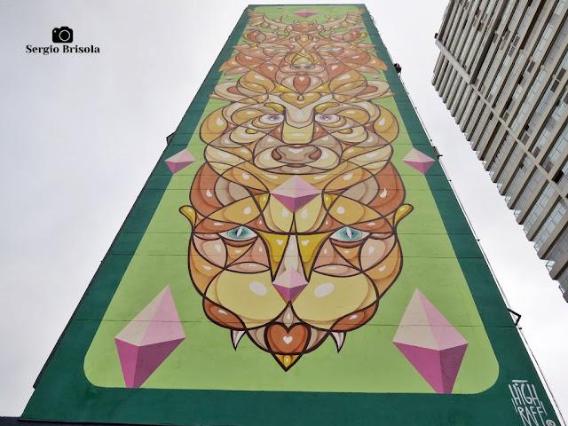 Perspectiva inferior do Mural Grafite pintado na empena do Edifício Maria Christina - Pinheiros