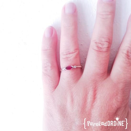 Mano-con-anello-con-rubino | Paroladordine